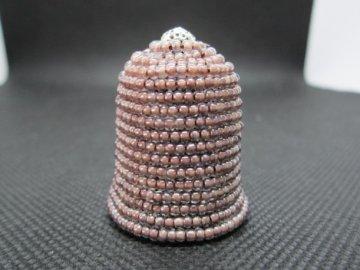 Sběratelský náprstek - 3D s fialovohnědými korálky, podšitý, ruční výroba