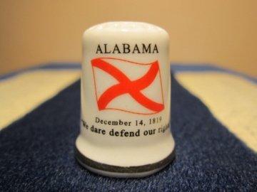 Sběratelský náprstek - USA Alabama - vlajka, motto, květ a pták státu