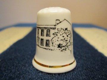 Sběratelský náprstek - TCS England - Dům rodiny Bronte - Yorkshire, Haworth, s popisem