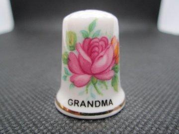 Sběratelský náprstek - K darování - pro babičku, s růžemi