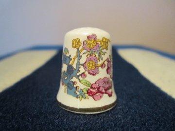 Sběratelský náprstek - WGPH Johnson Brothers England - mauve and yellow flowers