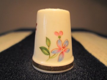 Sběratelský náprstek - WGPH Royal Adderley England - Sprigs of flowers