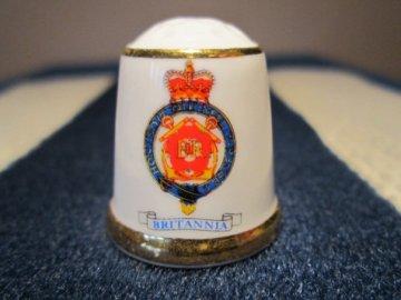 Sběratelský náprstek - Museum Collection England - královská jachta britské královny Alžběty II. v letech 1954 až 1997, znak
