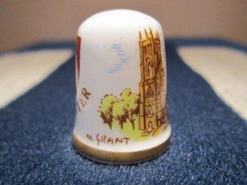 Sběratelský náprstek - Caverswall England - Anglie, York Minster, se znakem