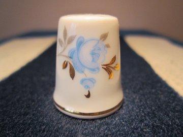 Sběratelský náprstek - Slavkov Haas a Czjzek - modrozlatá růže