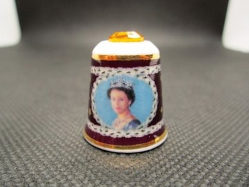 Mayfair Edition - Královna Alžběta II. s krystalem - zlaté jubileum