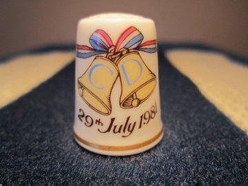Sběratelský náprstek - Royal Worcester England, Princ Charles a Diana, svatební den