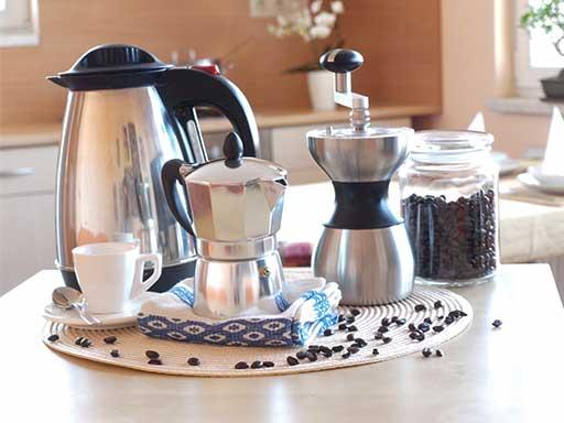 Postup přípravy kávy v moka konvičce