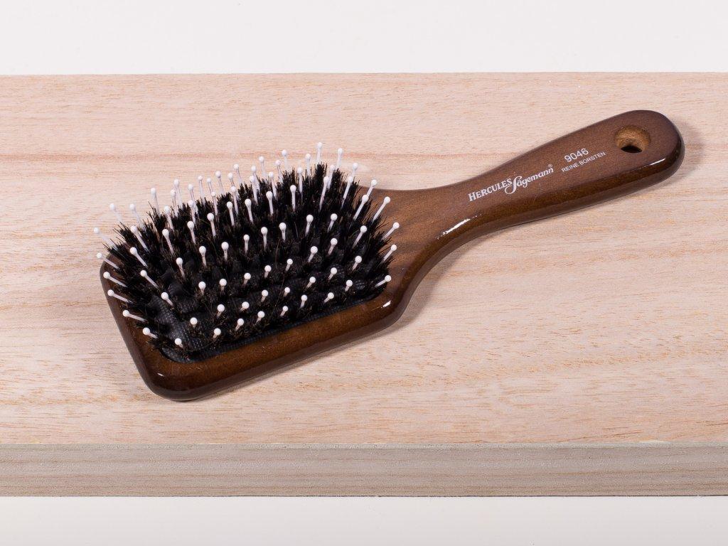 Plochý kartáč k česání vlasů