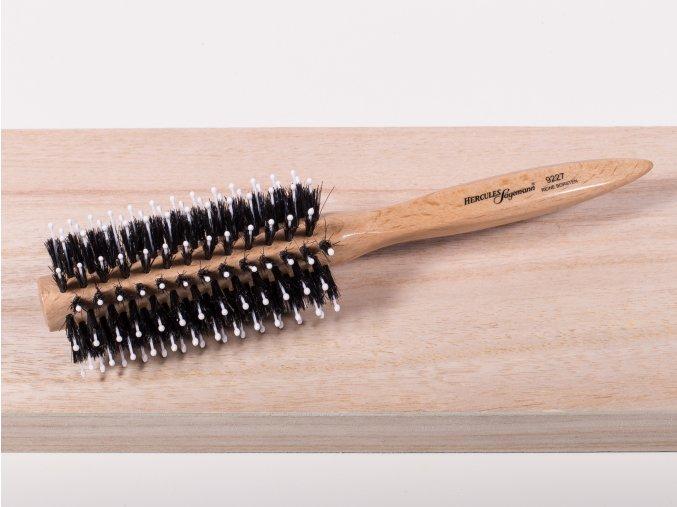 Kulatý kartáč k úpravě vlasů