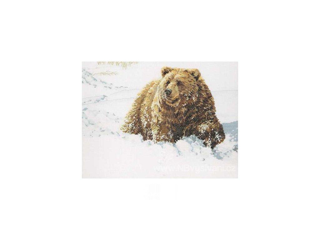 J023-0279 Grizzly v závějích