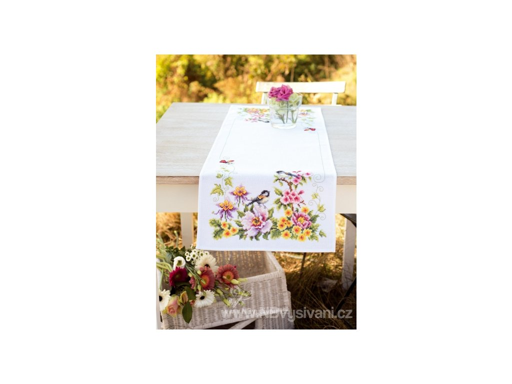 VE-PN0021680 Ubrus s květy a ptáčky (32x84cm)