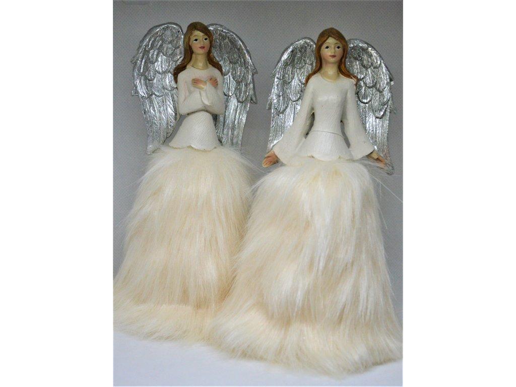 Anděl s kožešinovou sukýnkou