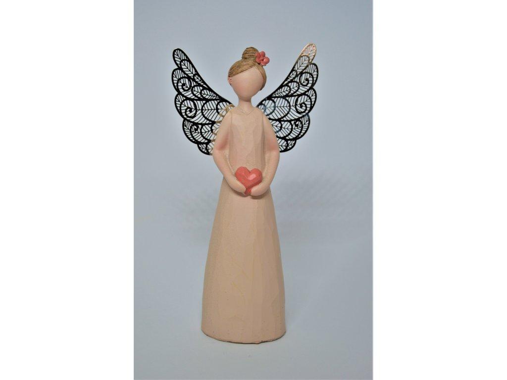 Anděl s kovovými křídly