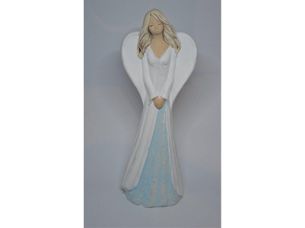 Bílý anděl ze sádry