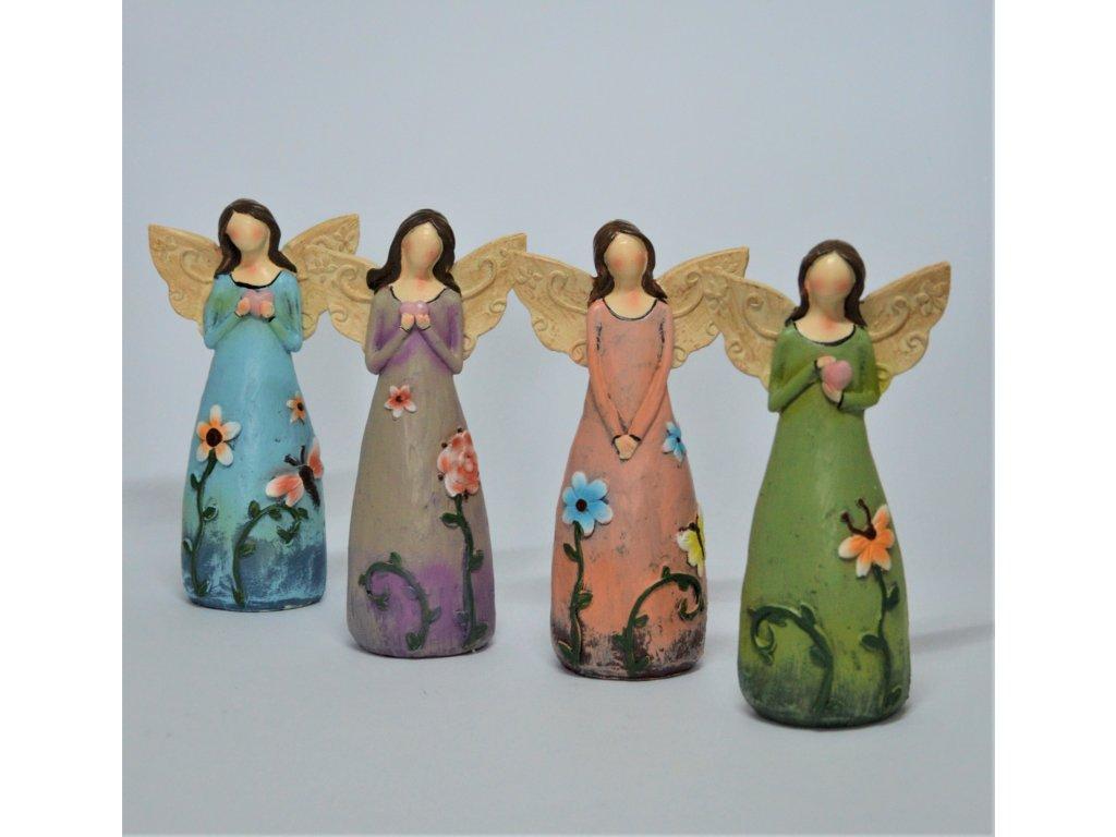 Malý anděl s květinovými šaty