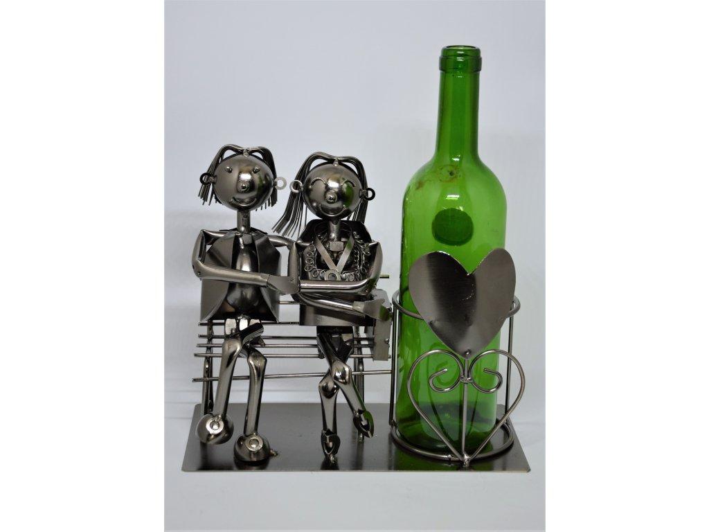 Kovový stojan na víno Zamilovaní na lavičce