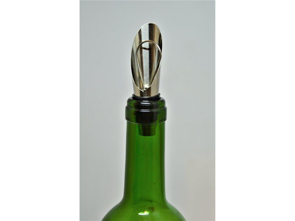 Nálevka na víno s uzávěrem