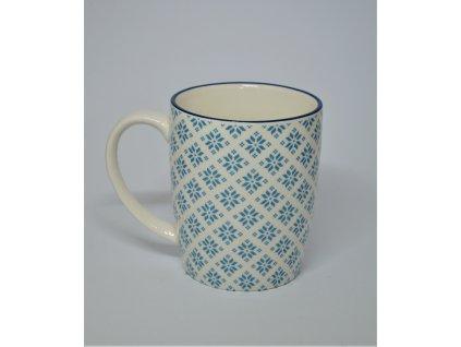 Bílý keramický hrnek s modrým vzorem