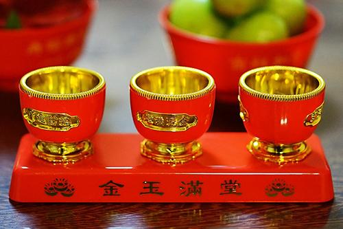 Oslavte čínský nový rok psa červenými nehty