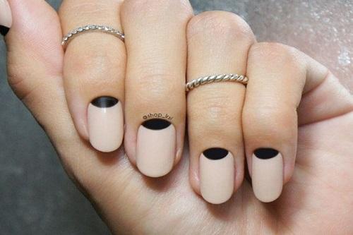 Jednoduše zdobené nehty