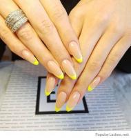 Nevšední francouzská manikúra. Letní gelové nehty 2019 v pestrých barvách