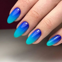 Modré gelové nehty