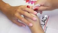 Aplikace gel laku Rocklac očištění nehtů
