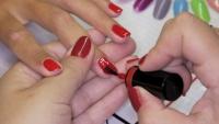 Aplikace gel laku Rocklac nanesení druhé vrstvy na nehty