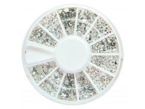 Zdobení nehtů karusel stříbrné kamínky