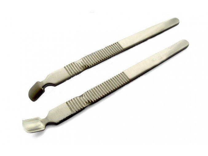 Kovový zatlačovač kůžičky - odstranění gelu