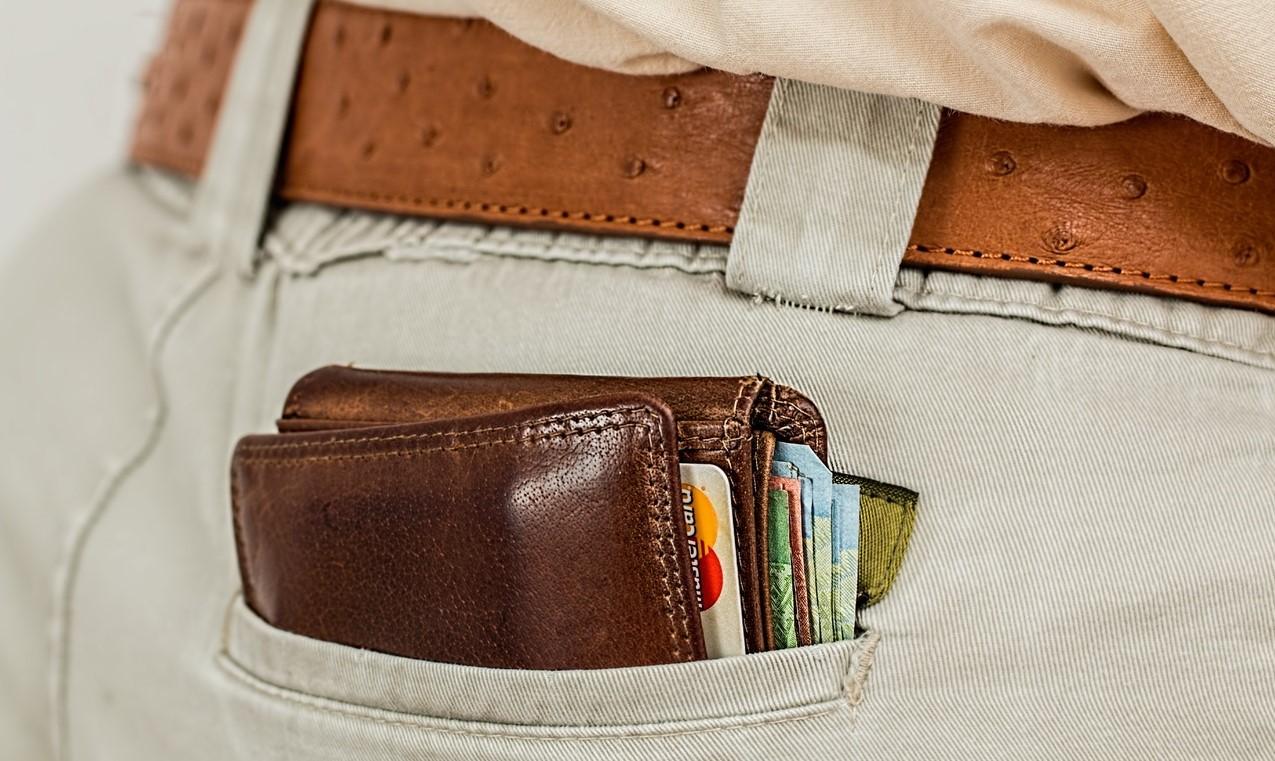 Jak vybrat peněženku? Malá vs. velká peněženka je těžké rozhodnutí
