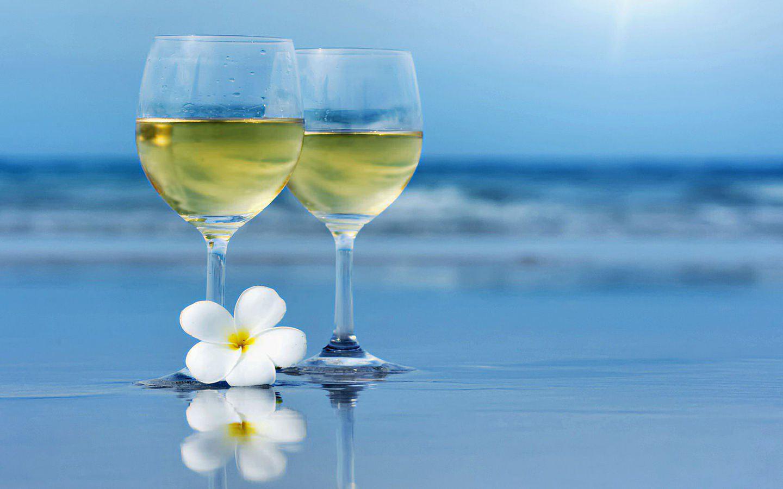 1285393380_1440x900_white-wine