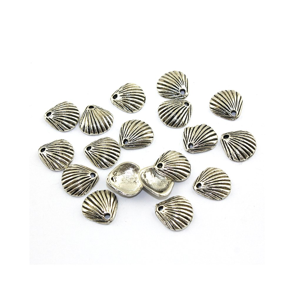 Kovový přívěsek - stříbrný - mušle - 11 x 11 x 3 mm - 1 ks