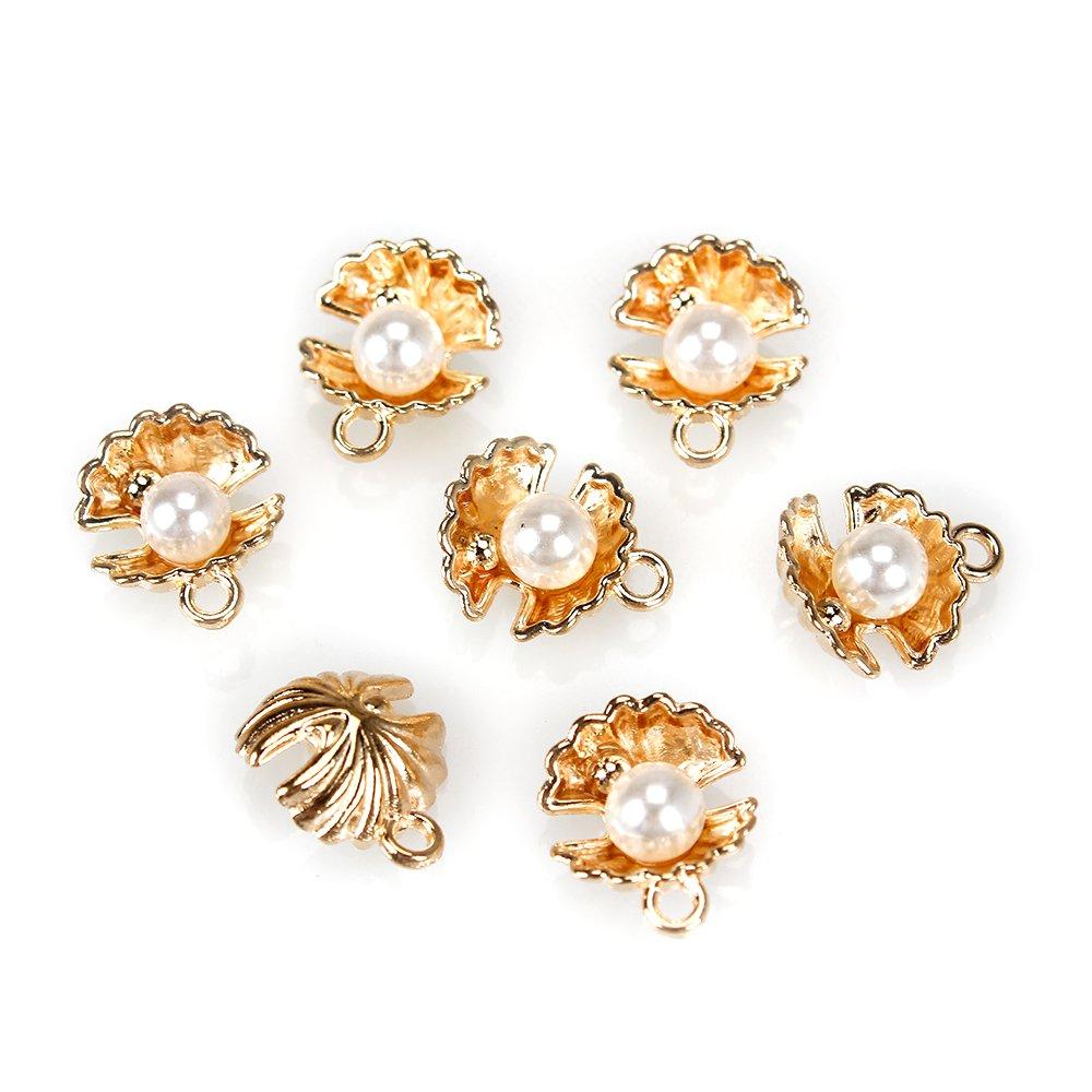 Kovový přívěsek - zlatý - mušle s perlou - 15 x 13 x 13 mm - 1 ks