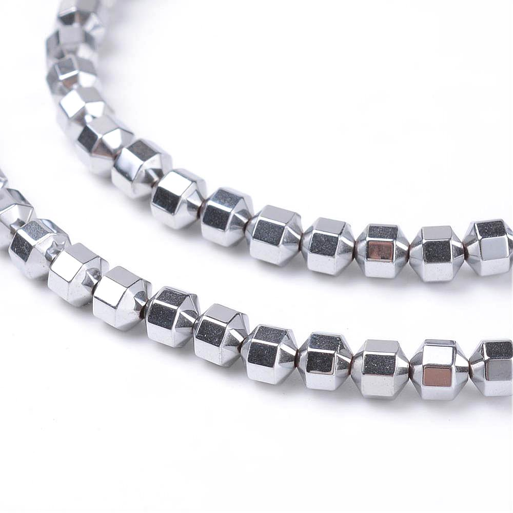 Osmiúhelník ze syntetického hematitu - platinový - 4 x 4 mm - 10 ks