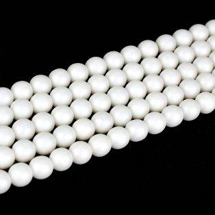 perleťově bílá