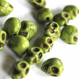 Lebka ze syntetického tyrkysu - zelená - 8 x 6 x 7 mm - 1 ks