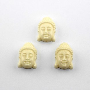 Buddha ze syntetického korálu - krémový - 24 x 16 x 11 mm - 1 ks