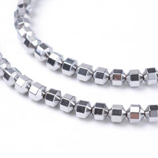 Osmiúhelník ze syntetického hematitu - platinový - 4 x 4 mm - 1 ks