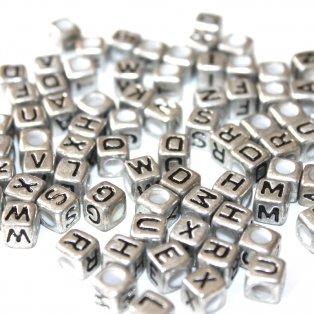 Korálky s písmenky - stříbrné kostičky - 50 g