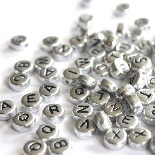 Akrylové korálky s písmenky - stříbrné lentilky - 7 x 7 x 3,5 mm - 50 g