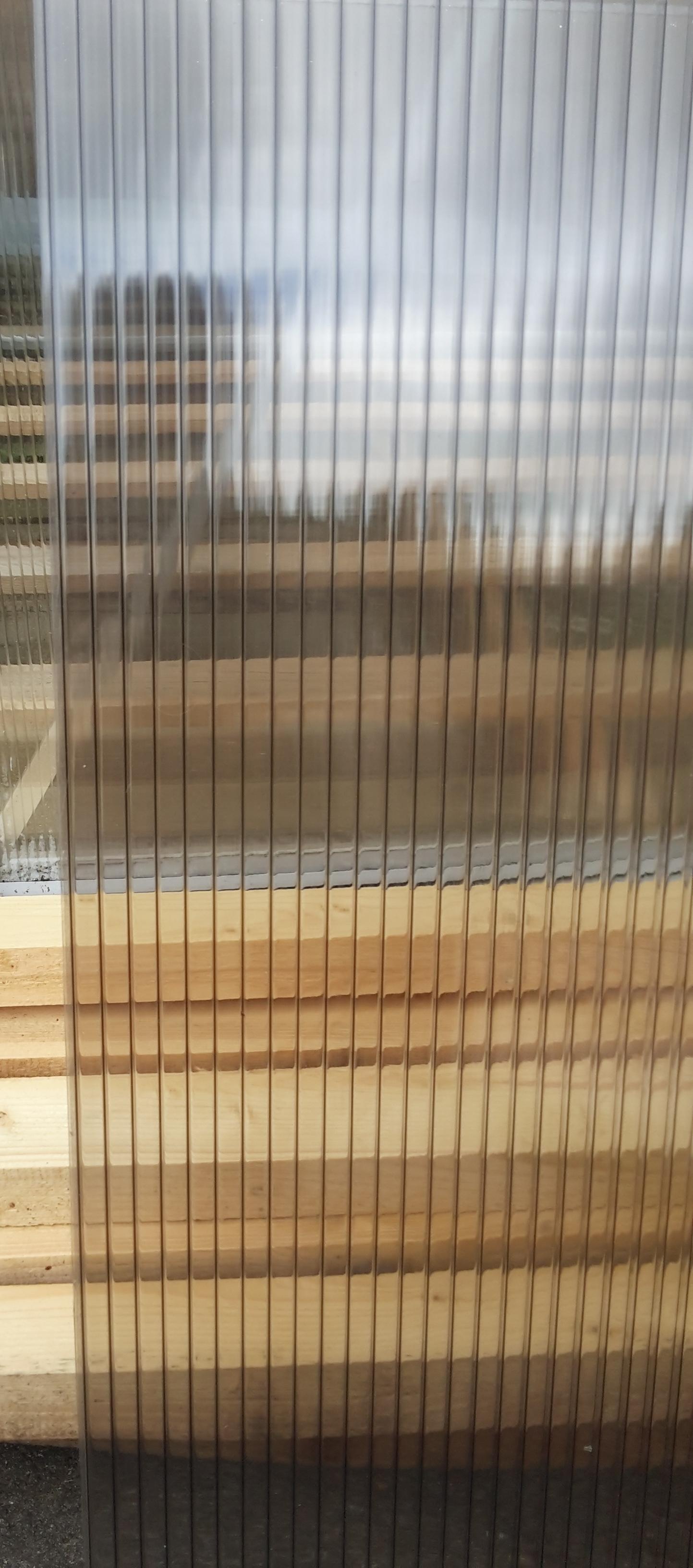 Dutinkový polykarbonát DUAL STRONG, 10 mm, bronz Rozměry: 2,1 x 7, 10 mm