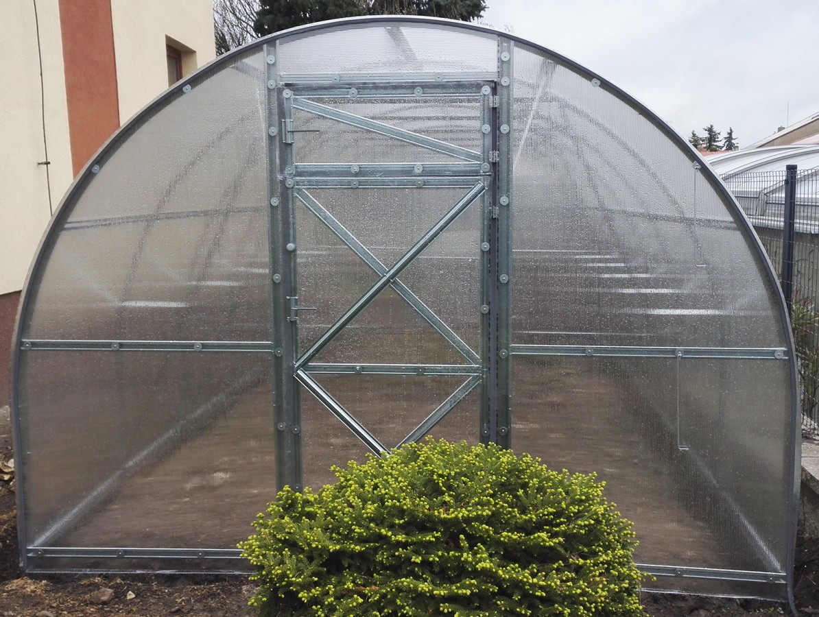 Polykarbonátový skleník TRJOŠKA, Volya LLC Délka skleníku: 4 m