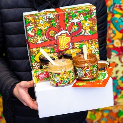 lifelike vanocni darkova krabicka plna adventnich dobrutek