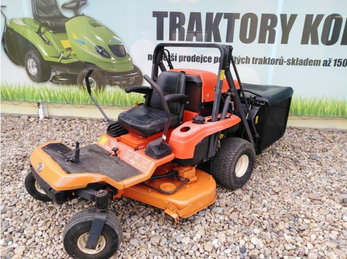 profi zahradní traktor kubota gzd 15 oranžové barvy s předním sečením před plachtou