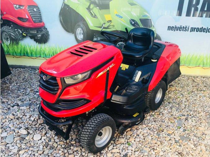 zahradní traktor seco starjet exclusive uj  102-22 p4 červené barvy u plachty traktory kolín
