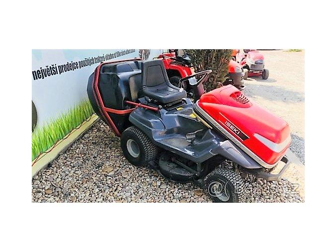 profi zahradní traktor iseki 20/102 tmavé barvy s červenou kapotou u plachty traktory kolín