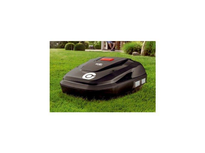 robotická sekačka al-ko Robolinho 4100 tmavé barvy na trávníku