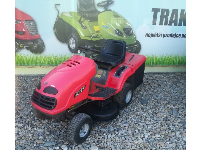 zahradní traktor ags agrojet červené barvy u plachty traktory kolín